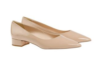原价310欧的Versace范思哲女士皮鞋降至93欧