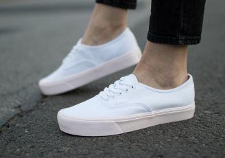 原价80欧的正品Vans热门小白鞋粉色松糕底折上折,低至38.36欧